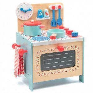 Cocina pequeña con accesorios